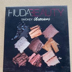 Huda Beauty Smokey